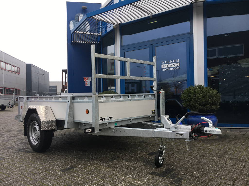 proline-enkelas-alu-251x131cm-bakwagens-enkelas-aanhangwagens-zuid-holland-voorkant-schuin-2-0