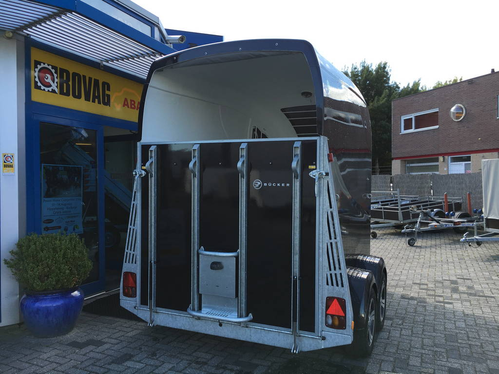 Bucker Careliner poly 2 paards trailer paardentrailers Aanhangwagens Zuid-Holland 2.0 achter dicht