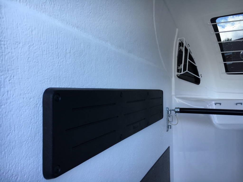 Bucker Careliner poly 2 paards trailer paardentrailers Aanhangwagens Zuid-Holland 2.0 binnenkant
