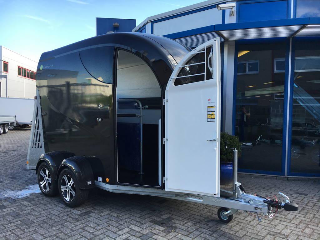 Bucker Careliner poly 2 paards trailer paardentrailers Aanhangwagens Zuid-Holland 2.0 verzorgingsdeur