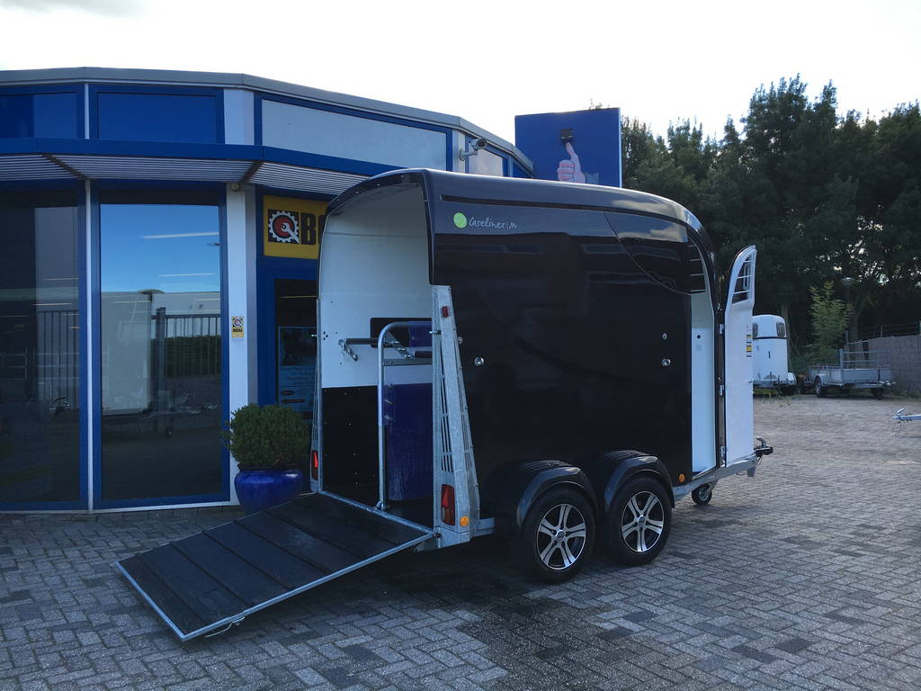 Bucker Careliner poly 2 paards trailer paardentrailers Aanhangwagens Zuid-Holland 2.0 zijkant open