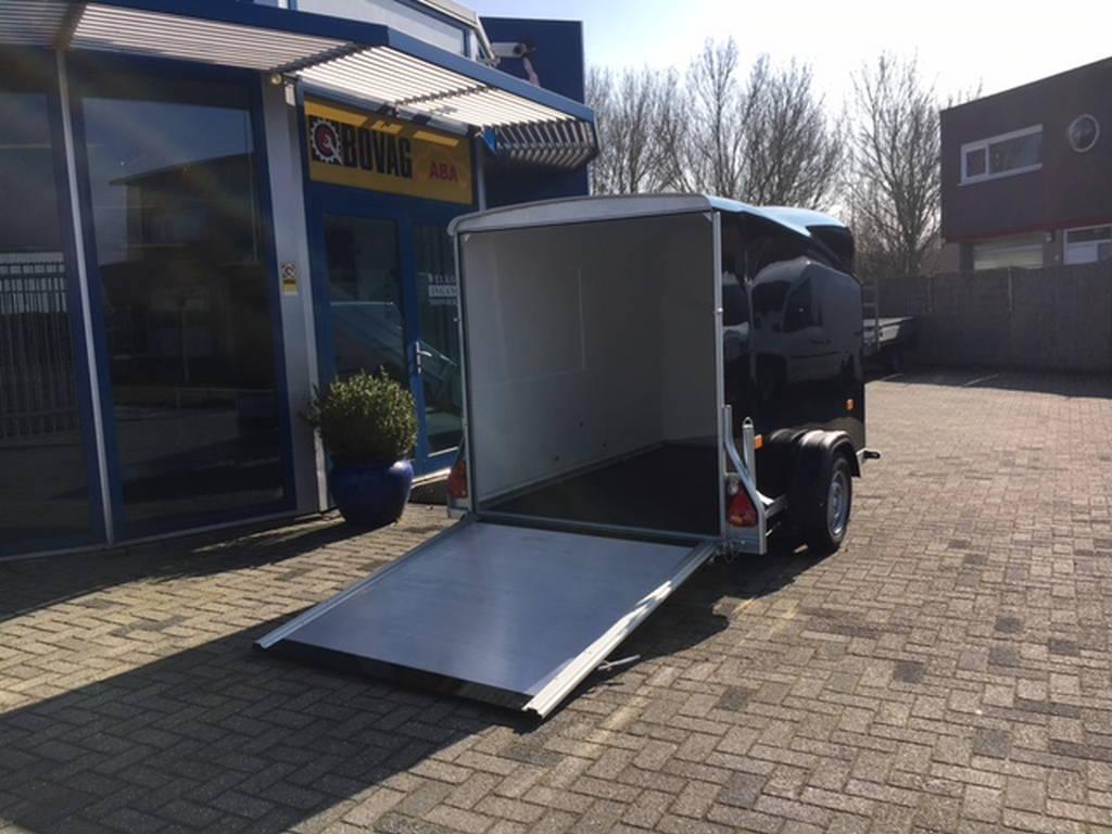 Easyline gesloten 300x151x170cm Aanhangwagens Zuid-Holland achterkant geopend