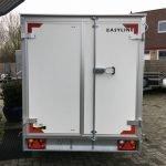 easyline-gesloten-303x147x150cm-750kg-aanhangwagens-zuid-holland-achterkant-gesloten-2-0