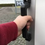easyline-gesloten-303x147x150cm-750kg-aanhangwagens-zuid-holland-handgreep-2-0