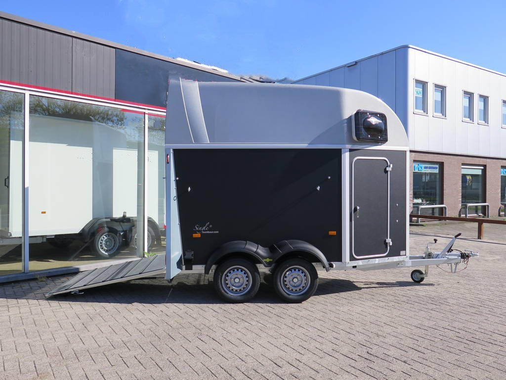 humbaur-single-plywood-15-paards-trailer-aanhangwagens-zuid-holland-achterklep-overzicht-2-0
