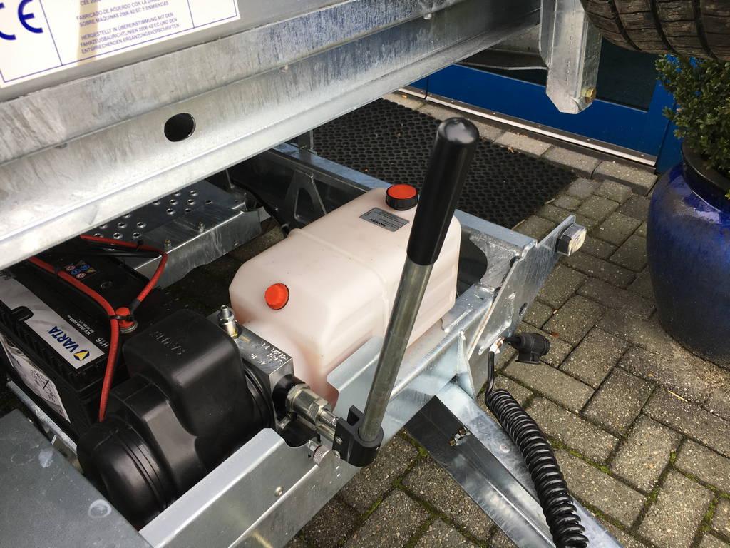 ifor-williams-kipper-300x162cm-3500kg-kippers-aanhangwagens-zuid-holland-handpomp-2-0