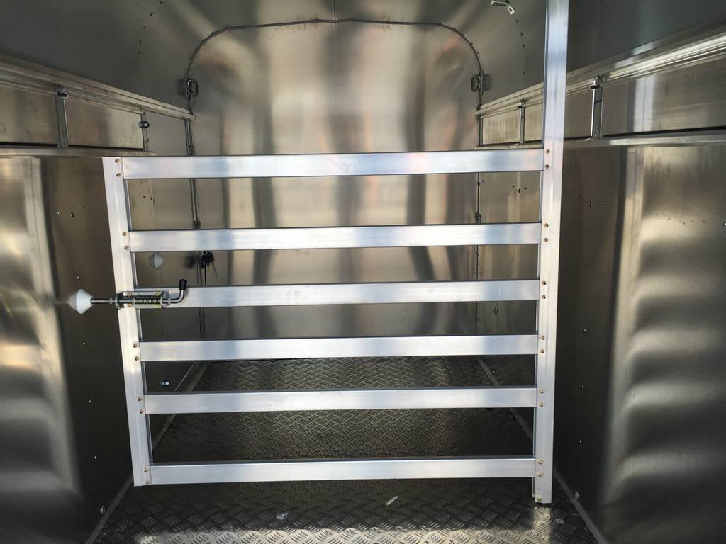 Ifor Williams veetrailer 244x121x153cm Aanhangwagens Zuid-Holland nw binnenkant