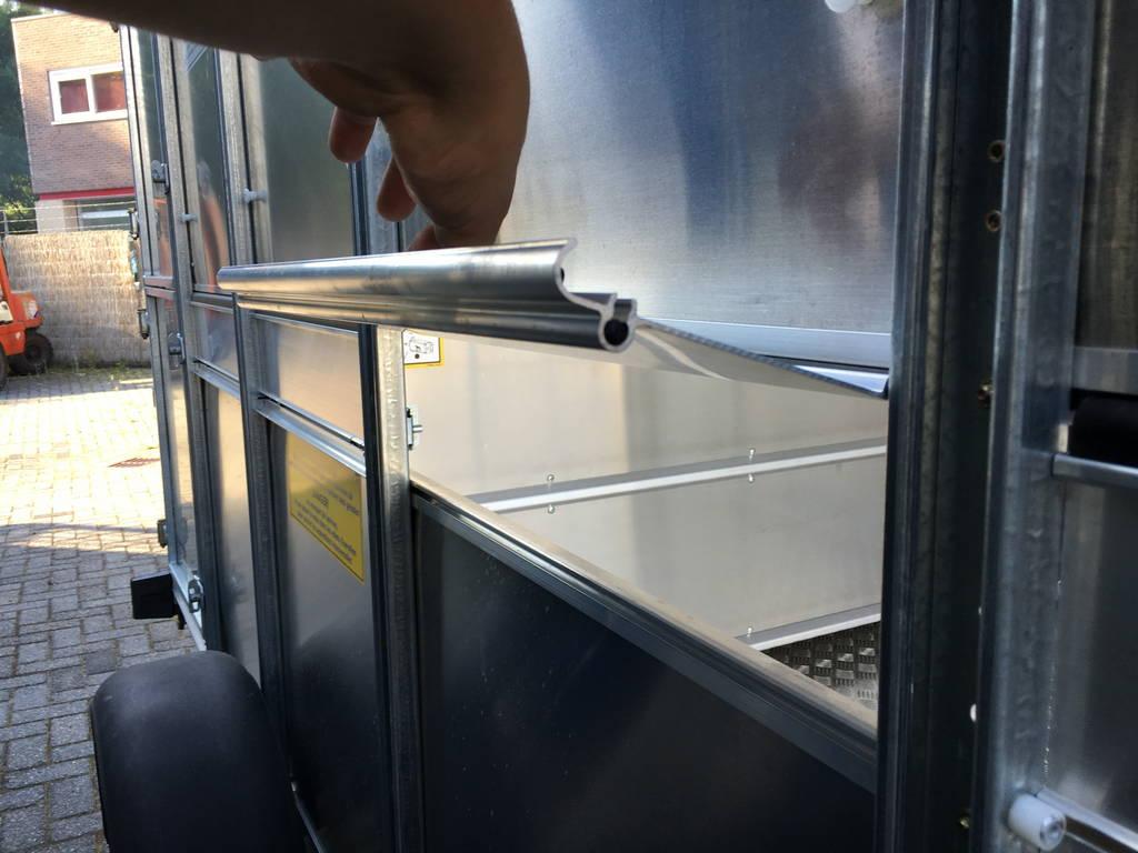 Ifor Williams veetrailer 304x156x183cm Aanhangwagens Zuid-Holland zijkant klep 2.0