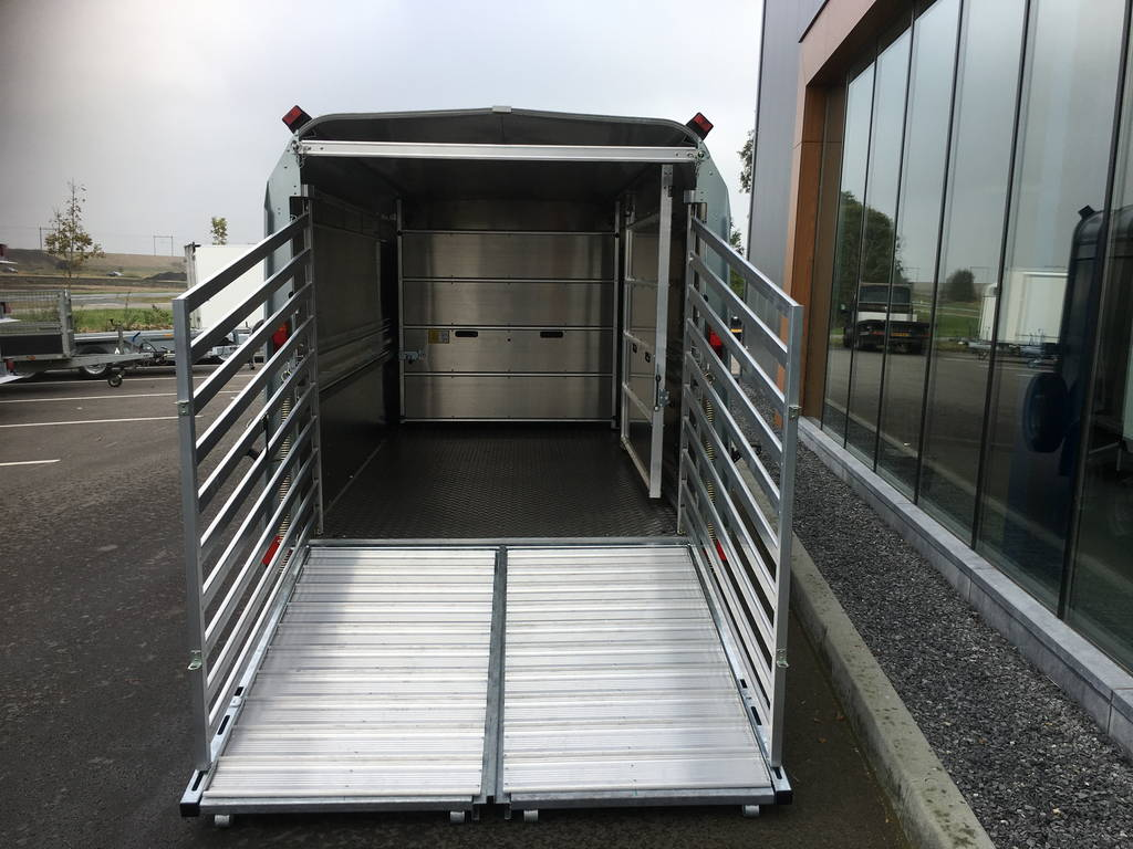 ifor-williams-veetrailer-427x178x183cm-aanhangwagens-zuid-holland-achterkant-open-3-0