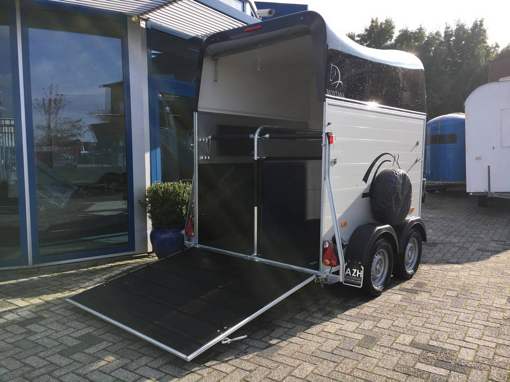 montana-alupoly-2-paards-trailer-paardentrailers-aanhangwagens-zuid-holland-klep-open