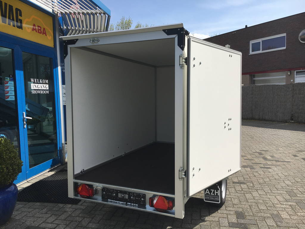 Proline gesloten 251x132x152cm 1300kg Aanhangwagens Zuid-Holland nw achter open