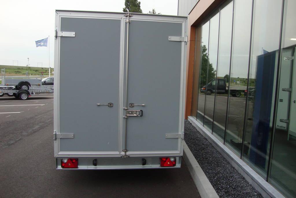 proline-gesloten-426x175x190cm-2600kg-gesloten-aanhangwagen-aanhangwagens-zuid-holland-achterkant-2-0