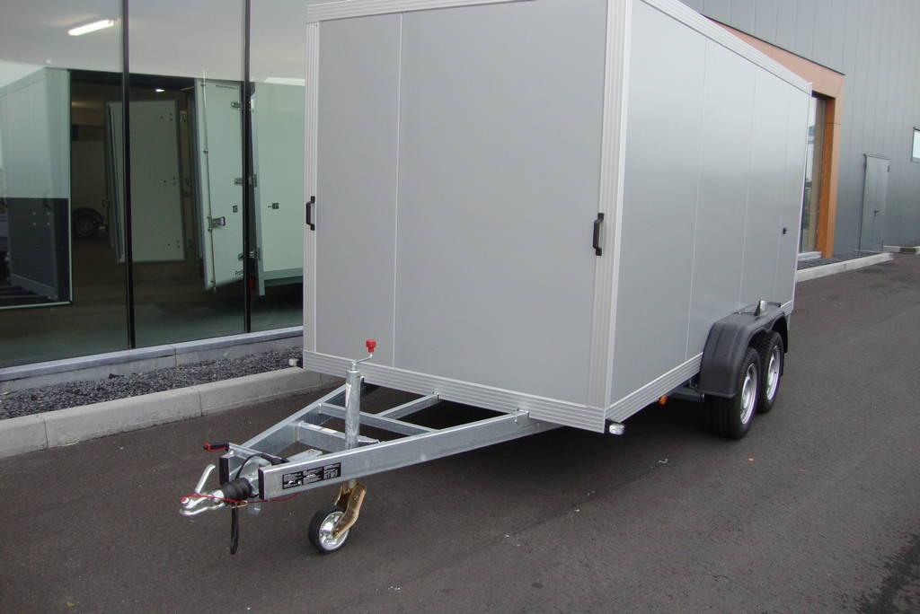 proline-gesloten-426x175x190cm-2600kg-gesloten-aanhangwagen-aanhangwagens-zuid-holland-voorkant-2-0