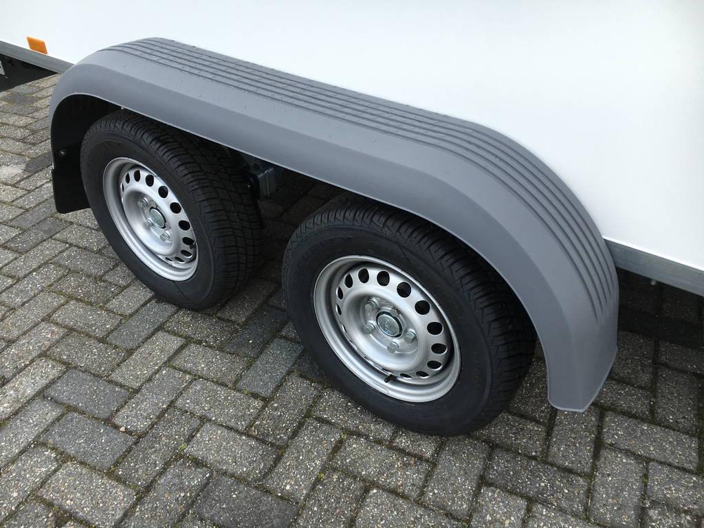 Saris gesloten 306x154x180cm 2000kg Aanhangwagens Zuid-Holland dubbele as