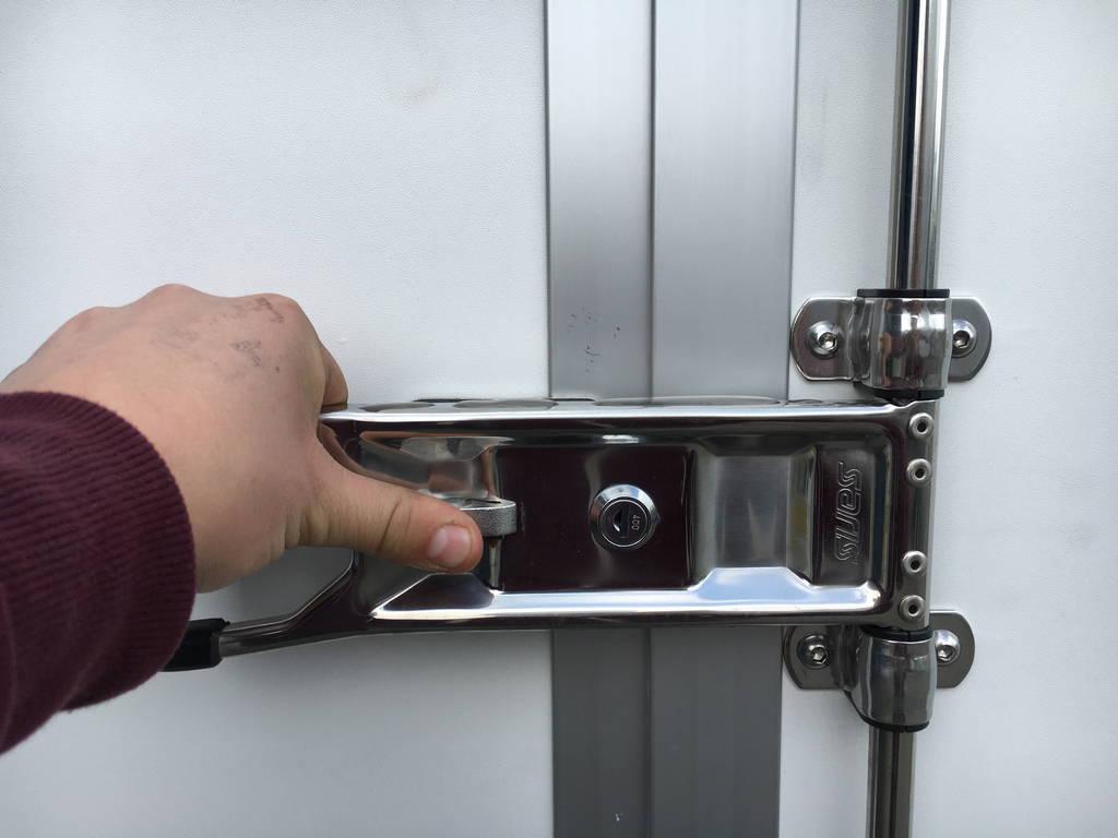 Saris gesloten 306x154x180cm 2000kg Aanhangwagens Zuid-Holland sluiting