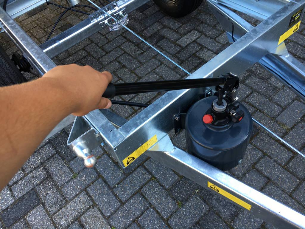 Saris kipper 270x150cm 2000kg kippers Aanhangwagens Zuid-Holland handpomp 2.0