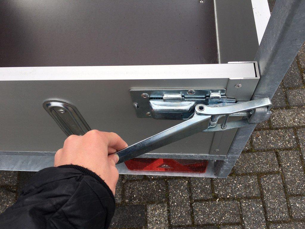 Loady enkelas Alu 257x132cm bakwagens enkelas Aanhangwagens Zuid Holland sluiting