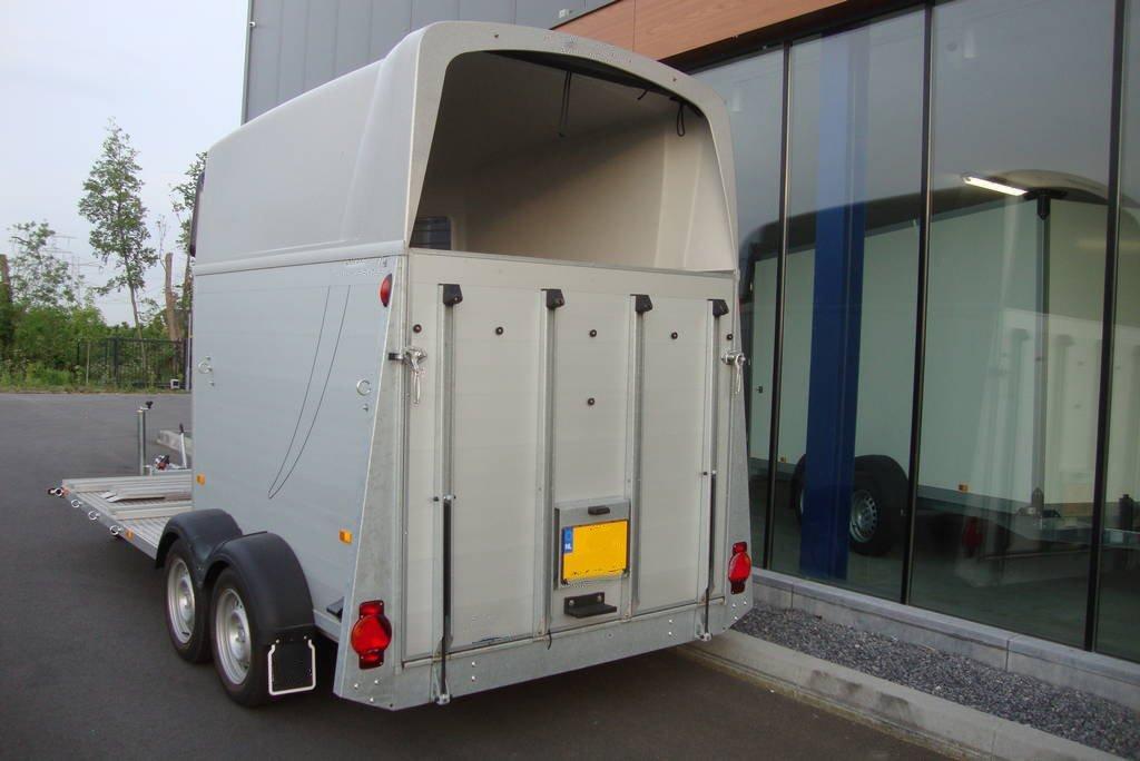 humbaur-xanthos-koetsentrailer-paardentrailers-aanhangwagens-zuid-holland-achterkant