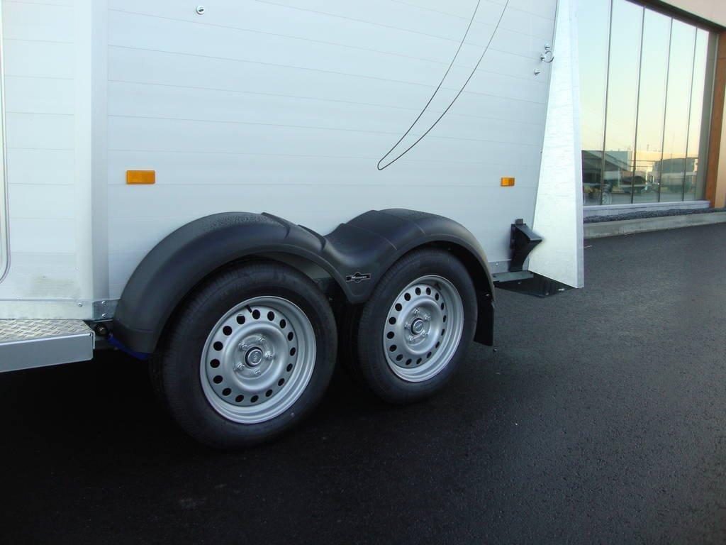 humbaur-xanthos-koetsentrailer-paardentrailers-aanhangwagens-zuid-holland-banden