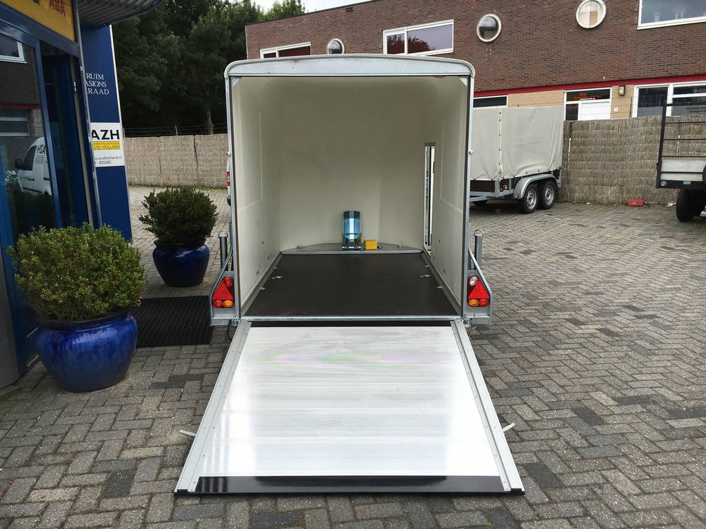 Easyline gesloten motortrailer 300x151x170cm Aanhangwagens Zuid-Holland 2.0 oprijklep