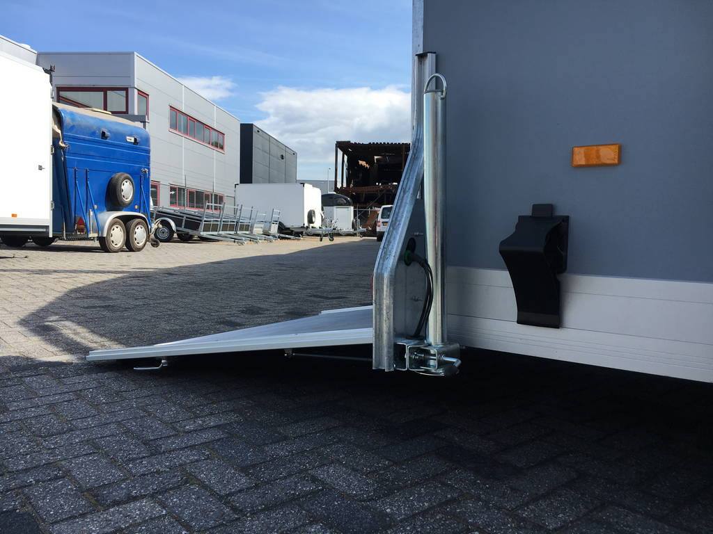 Easyline gesloten motortrailer 302x150x195cm Aanhangwagens Zuid-Holland detail achterklep 2.0