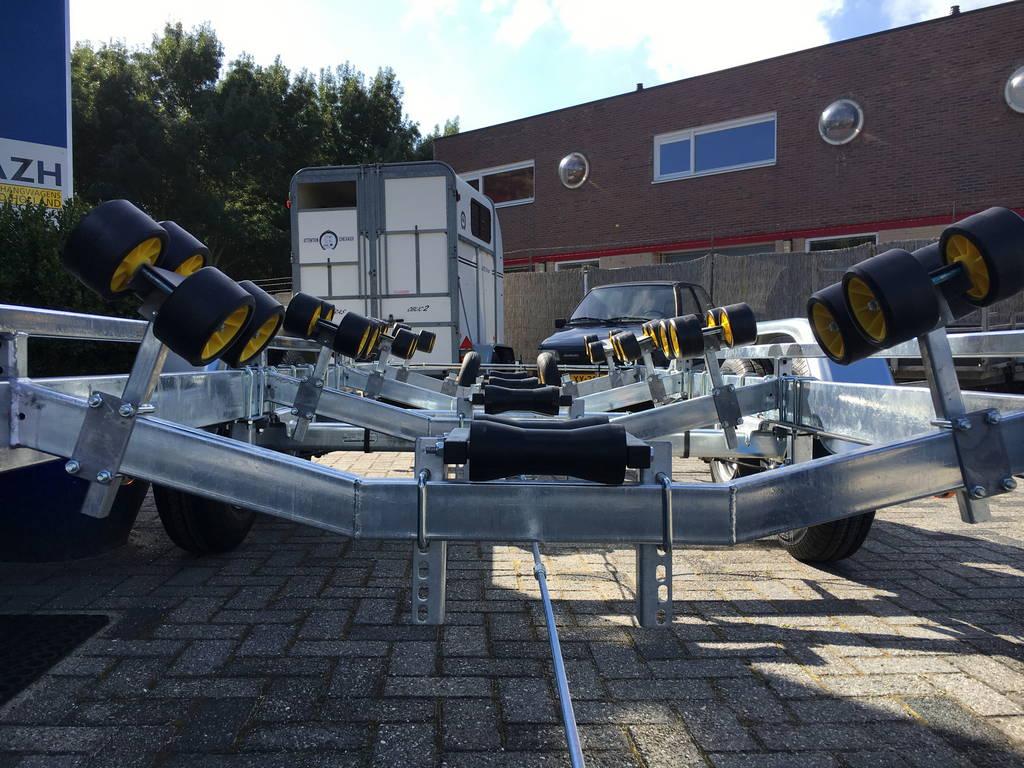 Pega Boottrailer 755x210cm Aanhangwagens Zuid-Holland kielrol voor