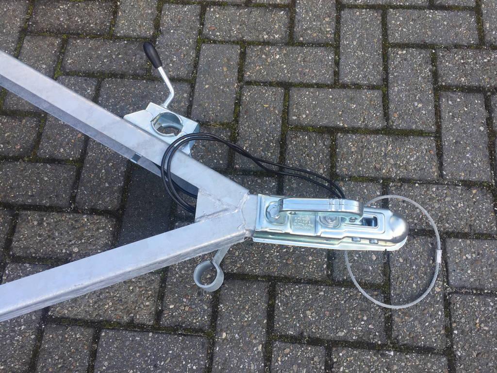 Loady enkelas 250x130cm bakwagens enkelas Aanhangwagens Zuid-Holland dissel 3.0